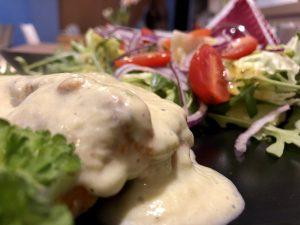 Filet w sosie szparagowym z gnocchi.